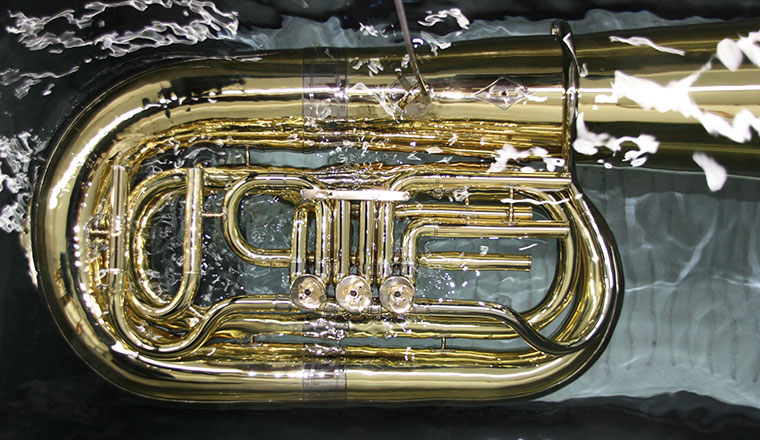 Blasinstrument in der Lackiererei
